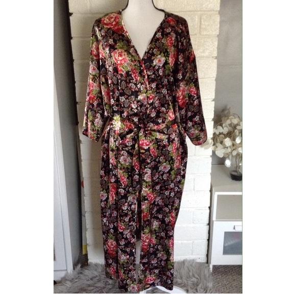 c85a5419a0c5 Secret Treasures Long Sleeve Floral Robe Size 2X. M_5bc8bfc87c979d57e100b81a